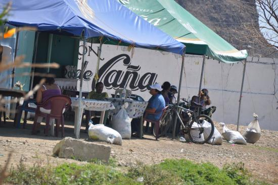 San Juan del Sur, Nicaragua: Disfrutando de la vida. Vi a la gente contenta.