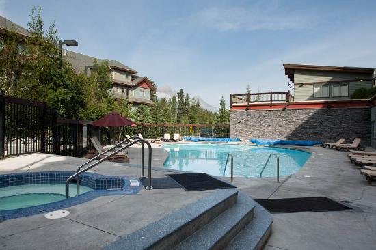 The Lodges at Canmore: Outdoor Hot Tub & Pool