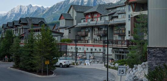 The Lodges at Canmore: Exterior