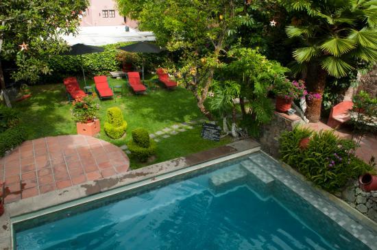 Coqueta Hotel Boutique: Jardines y Alberca