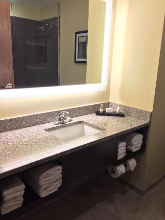 Saint Marys, بنسيلفانيا: Vanity in bathroom.