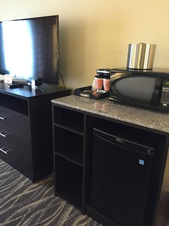 Saint Marys, PA: Beverage center area in guest room