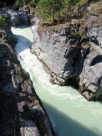 Pemberton, Kanada: River at the falls