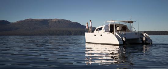 Solitaire Lodge: Luxury cruises on theLake