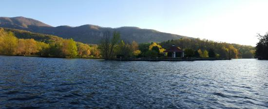 Lake Lure, Carolina del Norte: 20160405_074821_large.jpg