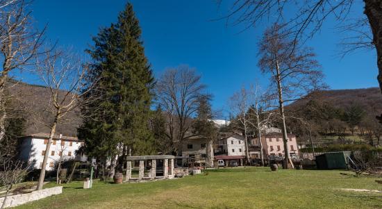 Castelsantangelo sul Nera, İtalya: Giardino del B&B Fontedellangelo