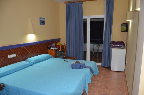 Mojacar Playa Hotel : kamer met Ijskast en balcon