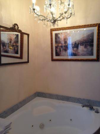 Southern Wind Inn: Honeymoon Suite