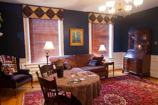 Inn at Lincoln Square: Mary Juliet Danner Suite