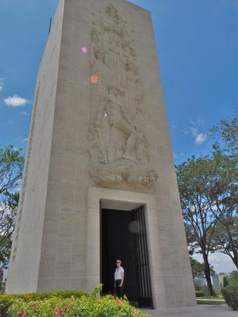 Manila American Cemetery and Memorial: The tower with religious theme