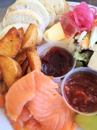 Flavours Cafe : fresh and tasty Ploughman's Platter