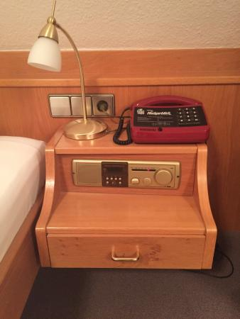 Hotel Neckarblick: Radio inserted in the side table - reminds me of the good ol days!