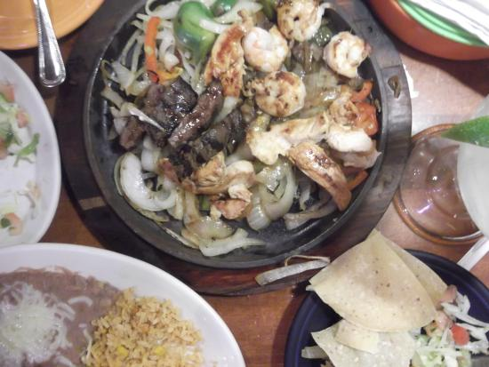 La Parrilla Mexican Restaurant: Texas Fajitas