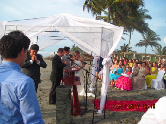 Cocosolo Lodge: Beach Wedding