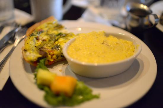 Bistro at the Bijou: Quiche and grits