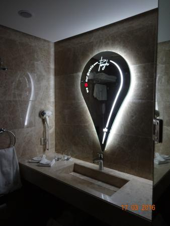 Terrific Nightlight In Bathroom Also Practical Picture Of Peyk Beutiful Home Inspiration Xortanetmahrainfo