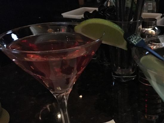 The Capital Grille: Cocktails at the bar