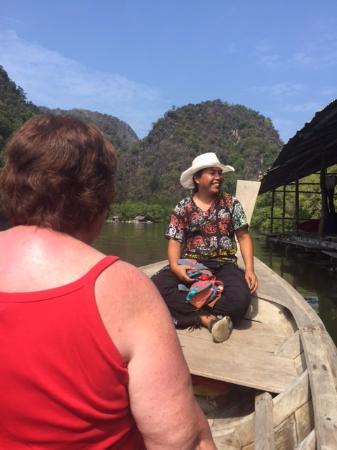 Raipreda Homestay: Guide Nong taking us to the caves on the longtail