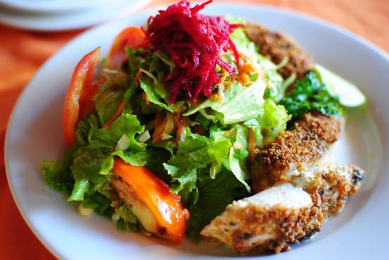 Kariwak Village Holistic Haven and Hotel: Grilled Fish Salad at Kariwak Village