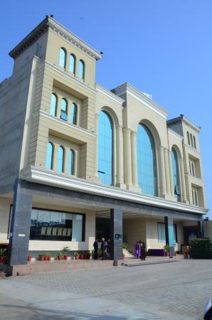 UNA Smart Radiant Plaza Hotel