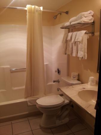 Ogallala, NE: Bathroom