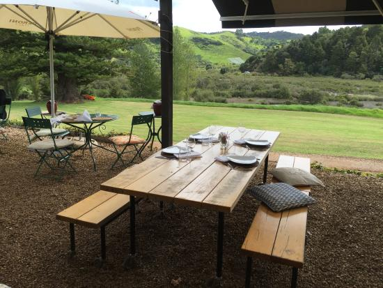 Waiheke Island, New Zealand: The patio