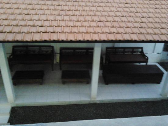 Hotel Patrisia: salah satu tempat untuk bersantai sambil ngeteh dipagi hari