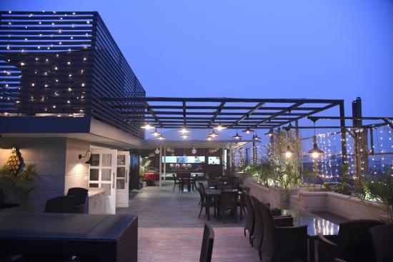 Hotel Picasso Prive: open terrace for party