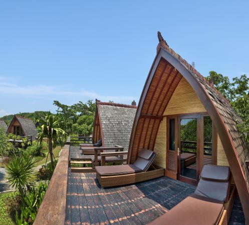 Hotel Vila Ombak: Traditional Lumbung Hut exterior