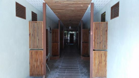 Baan Suan Sook Resort: холл, коридор, подъезд по русски )))