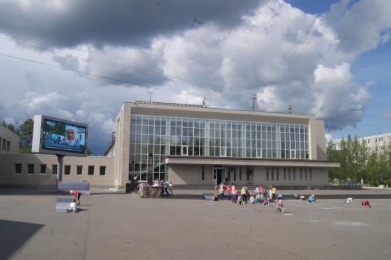 Polyarnyye Zori, Rosja: Дворец культуры