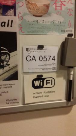Kyoto Guesthouse Roujiya: Wifi y código de entrada a la gethouse.