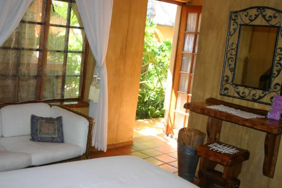 Bohemian Rhapsody Guest House  &  InnTshwane Lodge: Room