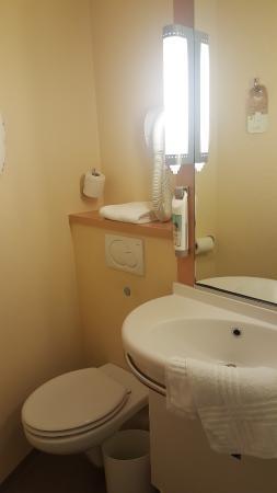 Bathroom In Ibis Hotel Paris France Airport Picture Of Ibis Budget Roissy Cdg Paris Nord 2 Roissy En France Tripadvisor