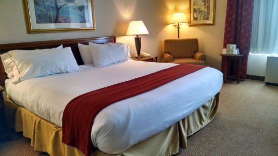 Woonsocket, Rhode Island: King Bed Guest Room