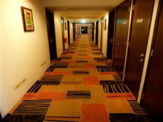 Pinnacle Hotel: corridoor