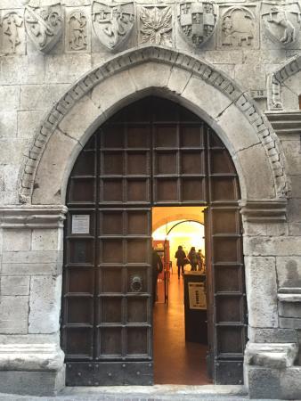 Popoli, อิตาลี: Ingresso della Taverna Ducale
