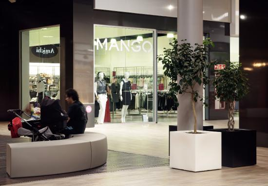Interior Del Outlet Mango Picture Of The Outlet Stores