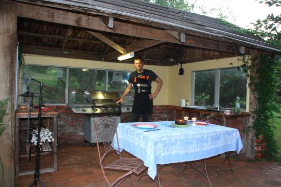 Glenbrook House and Cottage: The BBQ area