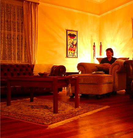 Glenbrook House and Cottage: The lovely lounge room