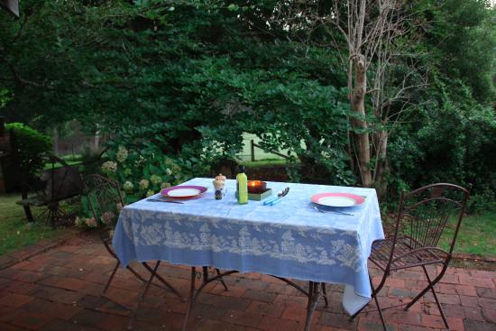 Glenbrook House and Cottage: Our outside dining table