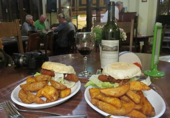 Blackheath, Australia: Our little snack and wine