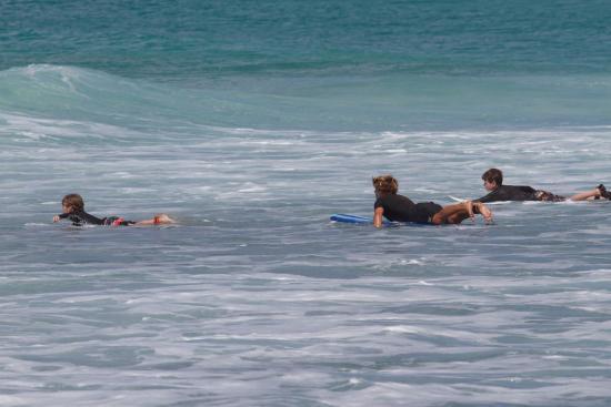 Burkie Surf School : Mika and Sky under supervision of Josh Burke