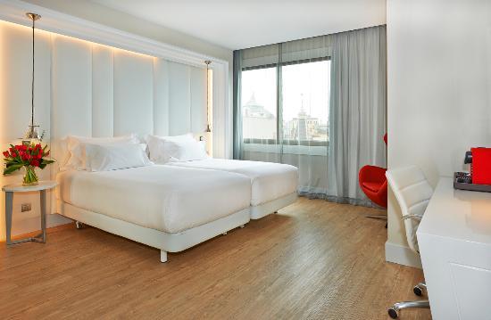 NH Collection Barcelona Gran Hotel Calderón: Room