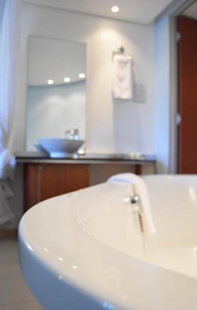 Island Club Hotel & Apartments: Bath