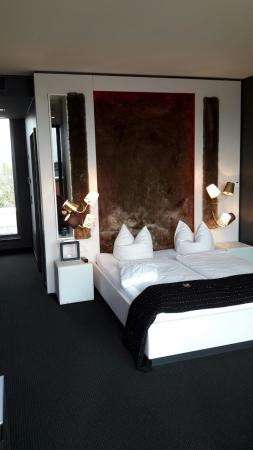 bett mit teppich r ckwand picture of stockwerk groebenzell tripadvisor. Black Bedroom Furniture Sets. Home Design Ideas