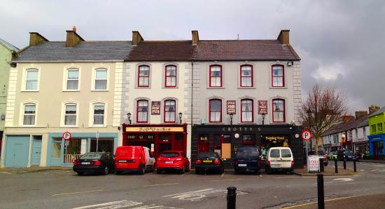 Crotty's Pub B & B: Crottys Pub & guesthouse, Kilrush, Co. Clare