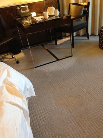 Crown Metropol Perth: We though the light was on the floor or carpet , but it was the only clean bit under the table !