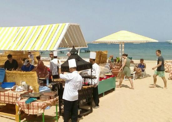Menaville Resort : Праздник живота,что может быть лучше 😍 апельсиновый фестиваль, барбекю на пляже ,обед на бассей