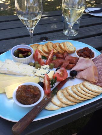 Hunter's Garden Cafe: Wine & Cheese & Nibbles